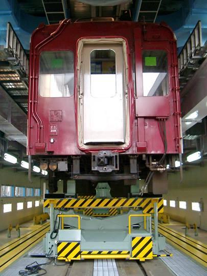 車両整備用リフト(列車) 写真